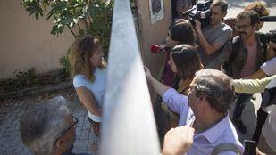 La portavoz adjunta de Unidos Podemos en el Congreso, Ione Belarra, y la diputada de la Asamblea de Madrid, Isabel Serra, visitan el Centro de Primera Acogida de Hortaleza.