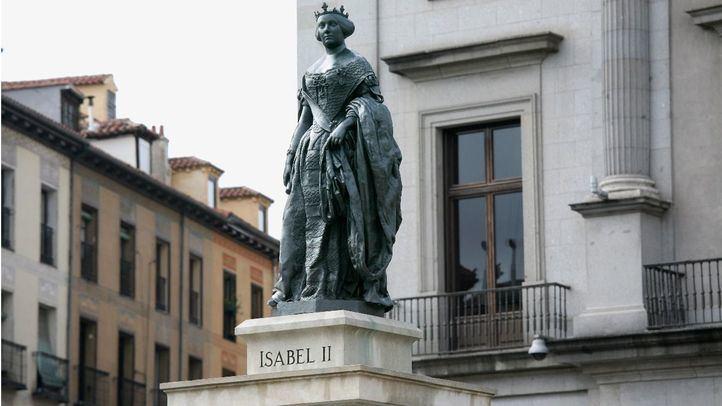 Estatua de la reina Isabel II en la conocida como plaza de 'Ópera'.