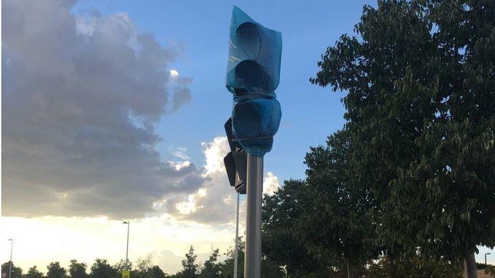 Semáforos sin estrenar en la Avenida de las Fuerzas Armadas, Valdebebas.
