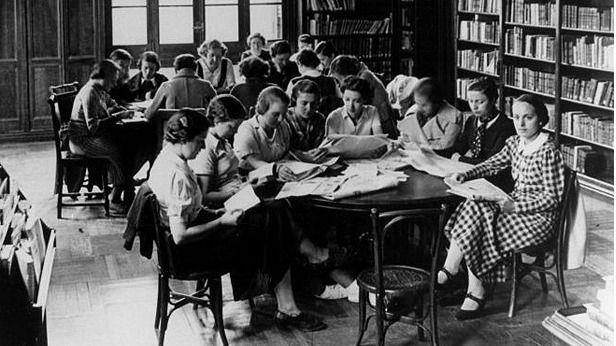Sala de estudio de la Residencia de Señoritas.
