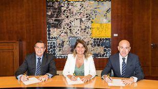 El director corporativo de Red Minorista de Bankia, José Ignacio Fanego; la presidenta de Avalmadrid, Rosario Rey García; y el director corporativo de Banca de Empresas de Bankia, Manuel Pérez Meneses.