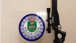 Un joven dispara una carabina de 'air-soft' en un parque de San Fernando