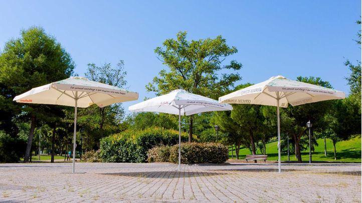 Mahou San Miguel instala 250 parasoles que reducen la contaminación en establecimientos hosteleros de Madrid