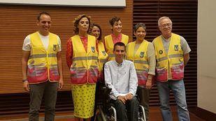 El Ayuntamiento impulsa la creación de una tarjeta solidaria donde apuntar acciones altruistas.