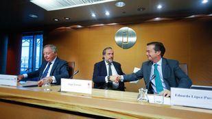 De izquierda a derecha, Clemente González, presidente del Comité Ejecutivo, Ángel Asensio Laguna, presidente de la Junta Rectora de Ifema, y Eduardo López-Puertas, director general de Ifema.