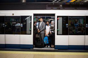 Nuevos trenes y más conductores: Metro responde con inversión a las críticas