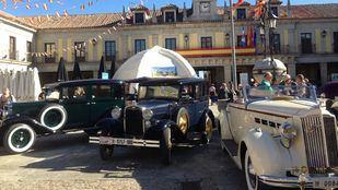 Los coches de época recorren las carreteras de Madrid