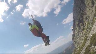Rescatado en helicóptero un joven que sufría calambres y vómitos