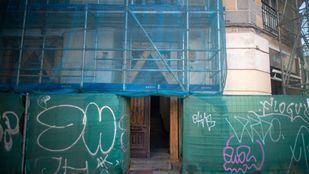 Portal del número 129 de Santa Engracia, en la esquina con Ríos Rosas.