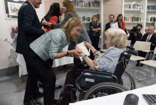 La viceconsejera de Políticas Sociales y Familia, Miriam Rabaneda, interviene en la entrega de premios del concurso anual 'Decorando el jardín'.