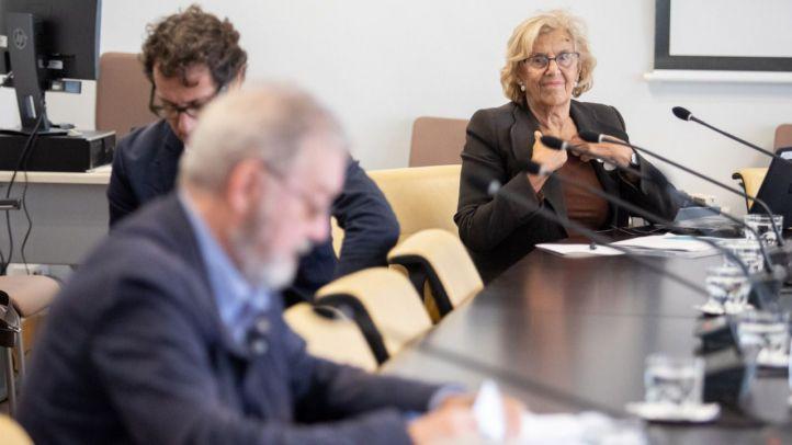 Carmena enciende aún más las dudas de PP, PSOE y Cs con Madrid Destino