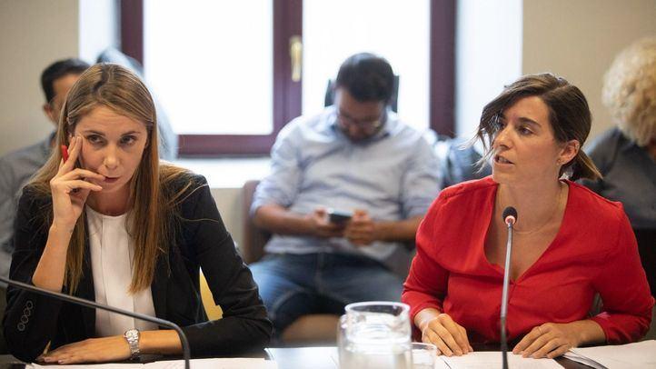 Mar Espinar (PSOE) y Sofía Miranda (Cs), durante la comisión.