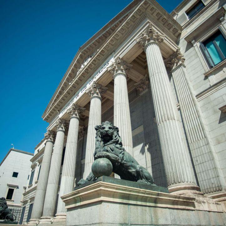 Del falso bronce de los leones a Tejero: primera piedra del Congreso