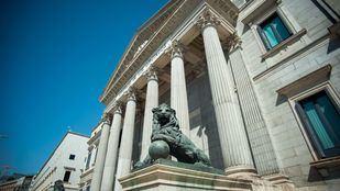 Esculturas de los leones del Congreso de los Diputados realizados por el escultor Ponciano Ponzano.
