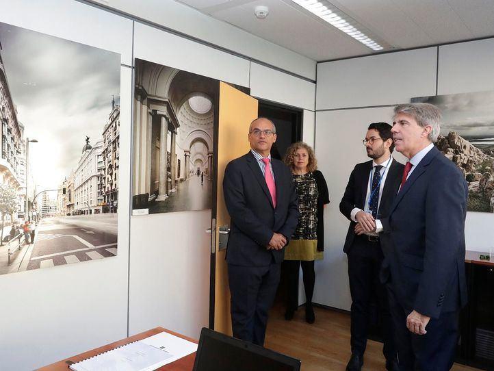 Garrido visita la sede de la Comunidad en Bruselas