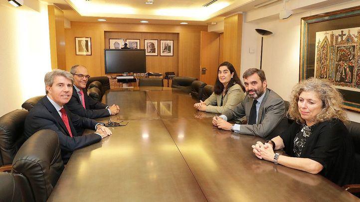De izquierda a derecha, Rafael van Grieken, Carmen Román, Ignacio Javier García Gimeno y Ángel Garrido.