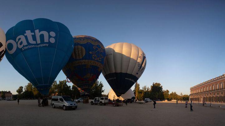 Una treintena de globos sobre el cielo de Aranjuez
