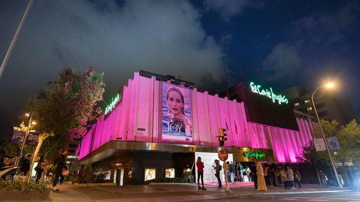 Fachada de Serrano iluminada de rosa por el Día Mundial contra el Cáncer de Mama