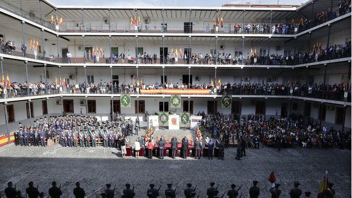 Parada militar y desfile de la Guardia Civil por la festividad del Pilar.