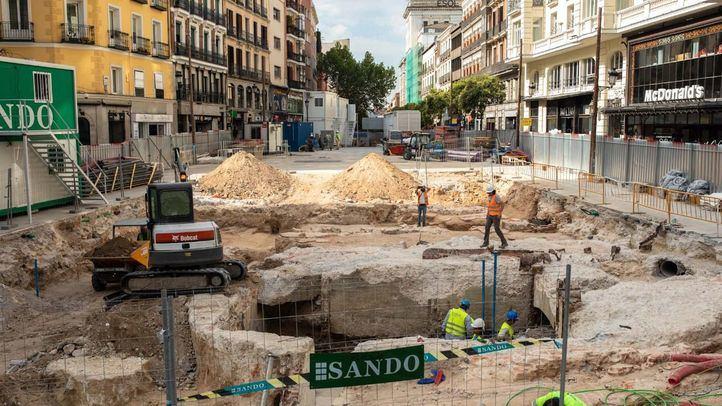 La medida se acomete después de que dos informes aludieran al riesgo de inundación en la línea 1 y 5 al aparecer nuevas cavidades, así como el riesgo de deterioro de los restos patrimoniales de la antigua estación de Gran Vía que se atribuyen al arquitecto Antonio Palacios.
