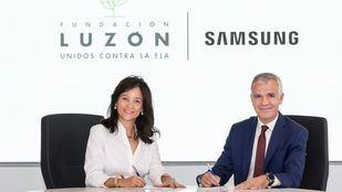 La campaña ha sido firmada por María José Arregui, vicepresidenta de la Fundación Luzón, y Celestino García, Vicepresidente Corporativo de Samsung España
