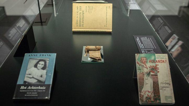 Nuevos objetos de la Casa de Ana Frank se añaden a la exposición sobre Auschwitz.