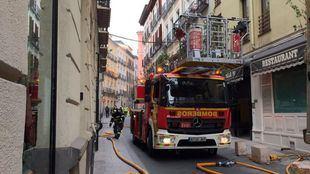 Los bomberos han sofocado las llamas, que se iniciaron en la cocina de un restaurante de la calle Libertad, en Chueca.