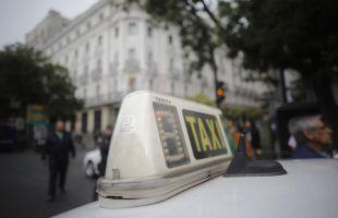 Las tarifas del taxi se congelan en Madrid en plena batalla con las VTC
