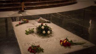 Rechazo a que los restos de Franco se entierren en la Almudena