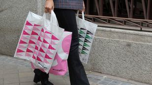 El Corte Inglés tiñe por primera vez su logo de rosa