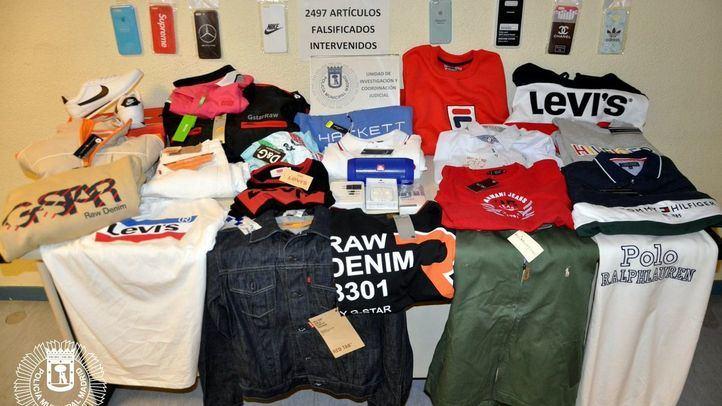 Productos falsificados incautados en la Feria del Stock.