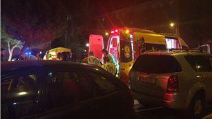 Los sanitarios atienden a los heridos en el apuñalamiento de Moratalaz.