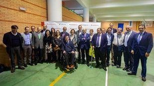 Foto de familia con todos los ponentes e intervinientes en las mesas de debate.
