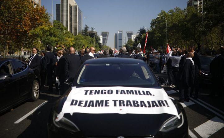 Taxistas y VTC se concentrarán ante el Congreso el día del debate del Decreto