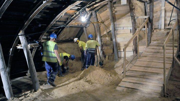 Obreros trabajando en las obras de un túnel de Madrid.