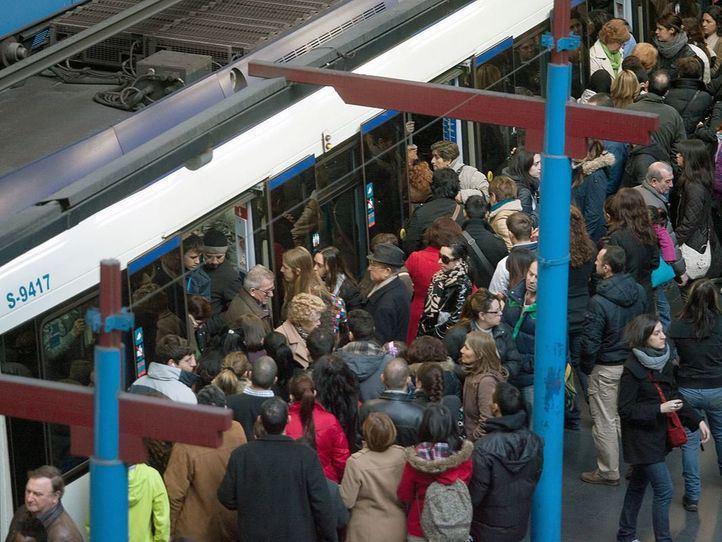 Metro 'reordena' maquinistas por el Black Friday y Navidad