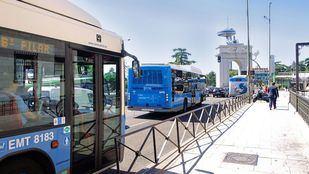 Buses de la EMT frente al Faro de Moncloa.