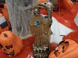 La Comunidad retira figuras de la Santa Muerte que contenían semillas tóxicas