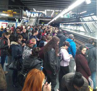 Cabreo en Metro por una hora punta de retrasos