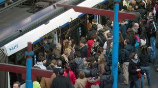 Túneles cerrados, accidentes y huelga de Cercanías colapsan Madrid