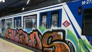 Los grafiteros de Metro se trasladan esta vez a Las Rosas