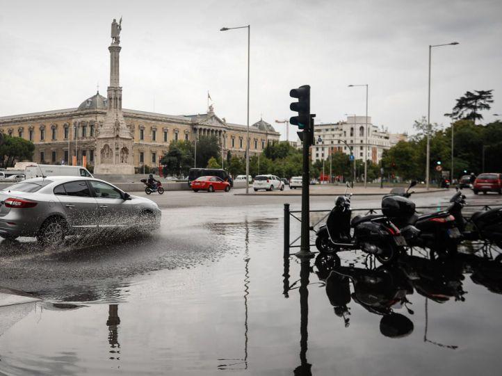 El tráfico madrileño se prepara para otro lunes complicado por la lluvia