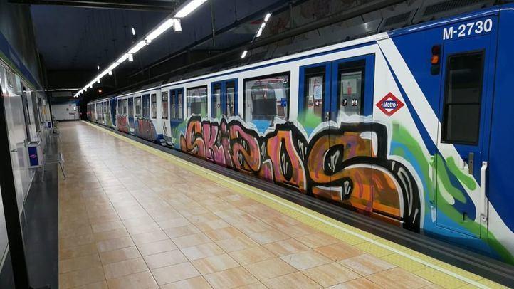 Otros dos trenes son 'grafiteados' en Aluche y Tres Olivos