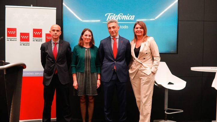 El viceconsejero de Economía y Competitividad, Javier ruiz, ha firmado un convenio de colaboración con Telefónica para la transformación digital de las Pymes.