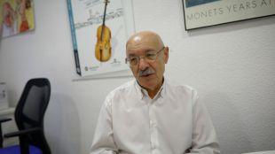 Juan Casado en un momento de la entrevista en el Hospital Niño Jesús.