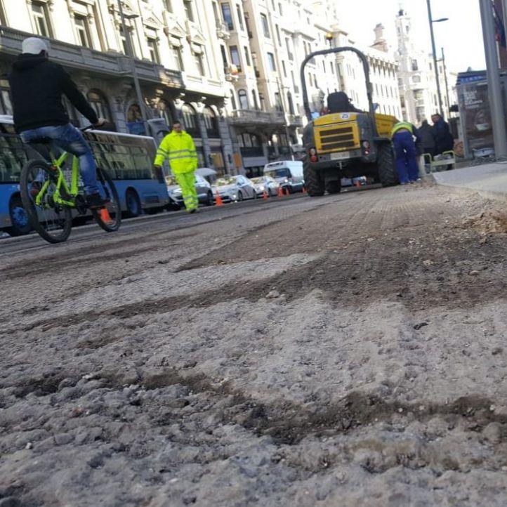 La Gran Vía acelera su puesta a punto: ahora, el asfalto