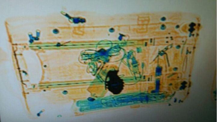 Una hebilla con forma de granada provoca el desalojo de Atocha