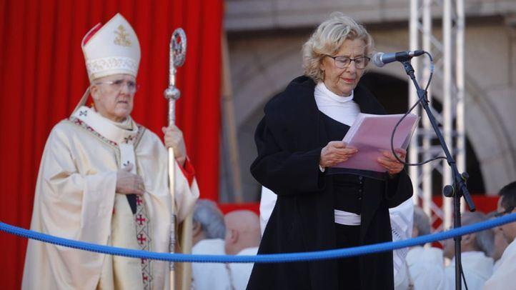 La alcaldesa Manuela Carmena interviene en la misa de la Almudena.