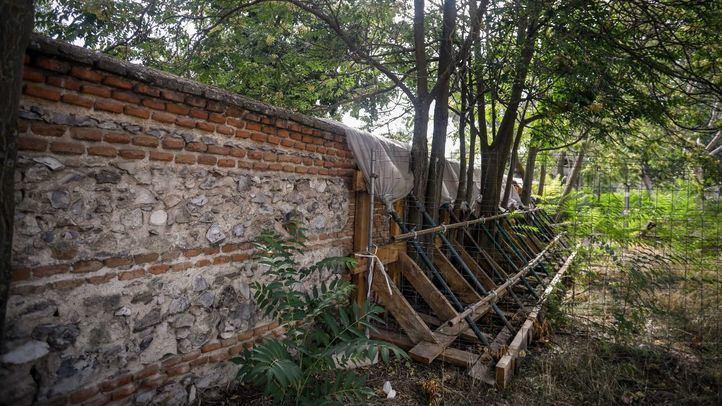 Comienza la restauración del muro de la Casa de Campo