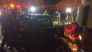 Coche y camión accidentados esta noche en Villaverde.